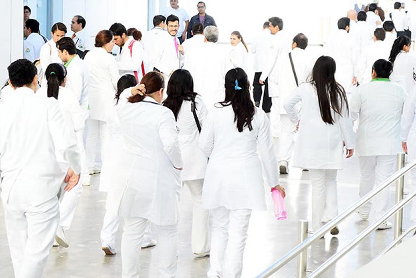 Salida laboral Médicos recién titulados. ¿Por dónde empezar y dónde buscar?